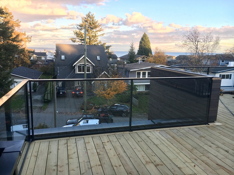 aluminum and glass deck railing, black, burnaby, top mounted